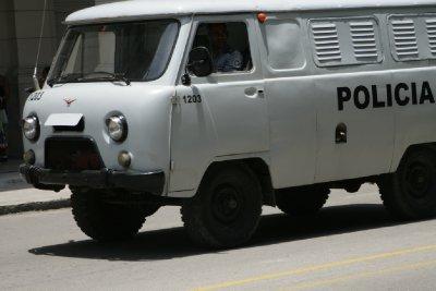 Cuba_SLR_Police2.jpg