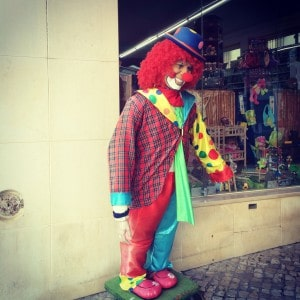 Lagos_clown_mob