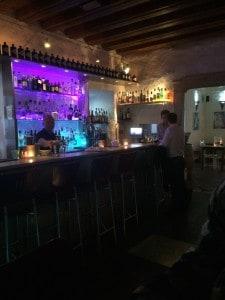 Lagos_taverna_mob